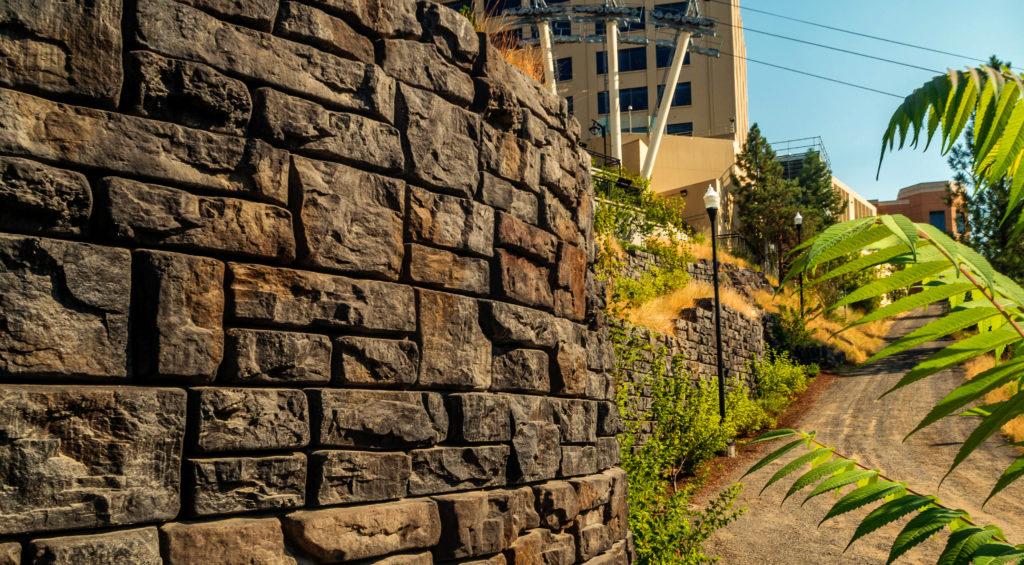 RediRock Ledgestone Retaining wall